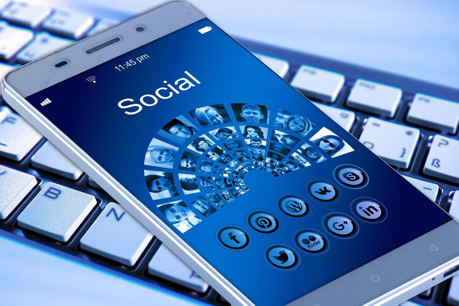 Grupy na Facebooku – Jak tworzyć?